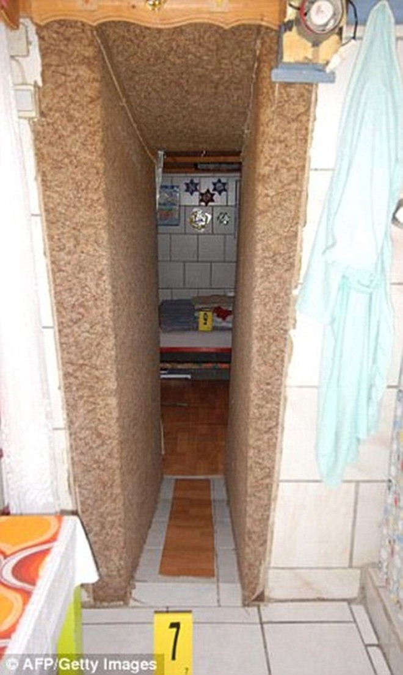 Căn hầm chật hẹp, chỉ cao 1,4m và không có cửa sổ