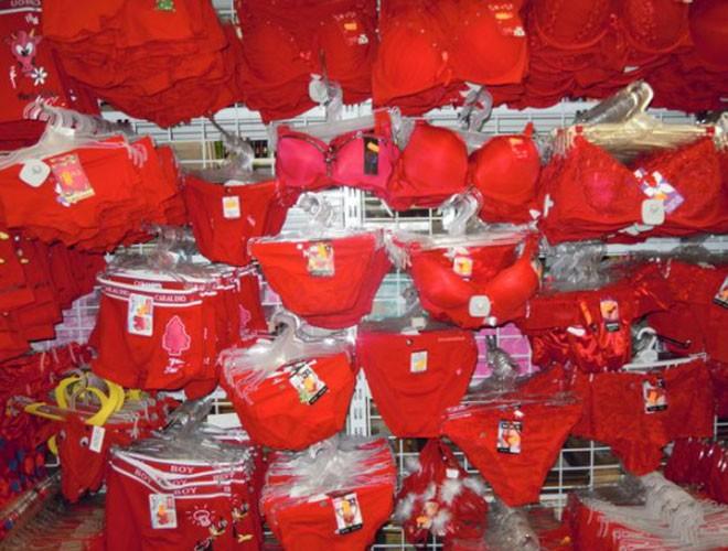 Người Tây Ban Nha cũng mặc đồ lót đỏ trong ngày đầu tiên của năm mới