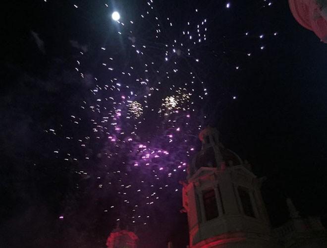 Màn bắn pháo hoa tại quảng trường trung tâm thành phố Valencia, Tây Ban Nha
