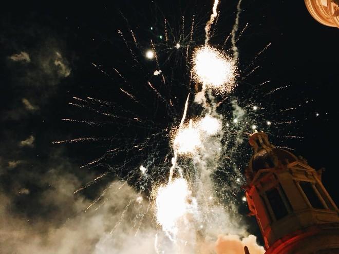 """Độc đáo Tây Ban Nha: Đêm giao thừa ăn nho xanh, mặc đồ chíp đỏ để """"đỏ"""" cả năm ảnh 6"""