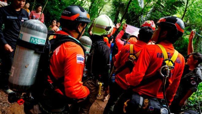 Hải quân Thái Lan tham gia vào công cuộc tìm kiếm những nạn nhân mắc kẹt trong hang