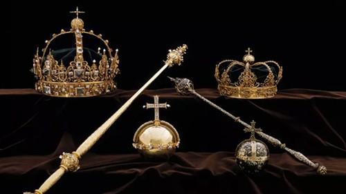 Hai chiếc vương miện hoàng gia Thụy Điển từ thế kỷ 17 cùng một quả cầu cắm thánh giá đã bị đánh cắp một cách trắng trợn hôm 31-7
