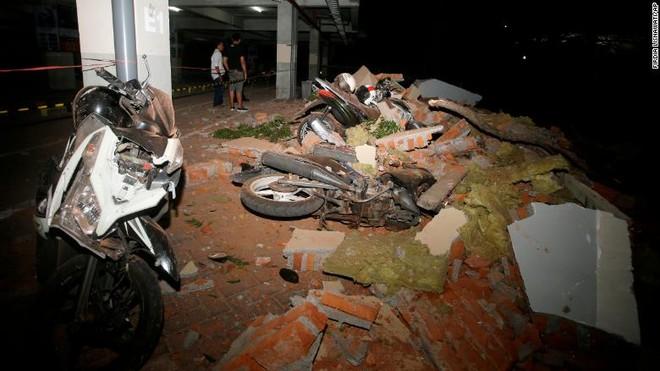 Động đất mạnh 6,9 độ richter tại đảo Lombok kéo theo nhiều cơn dư chấn khiến hơn 90 người thiệt mạng