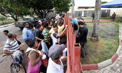 Người tị nạn Venezuela bên ngoài trại tị nạn Jarrdim Floresta ở bang Roraima, miền bắc Brazil hôm 3/5