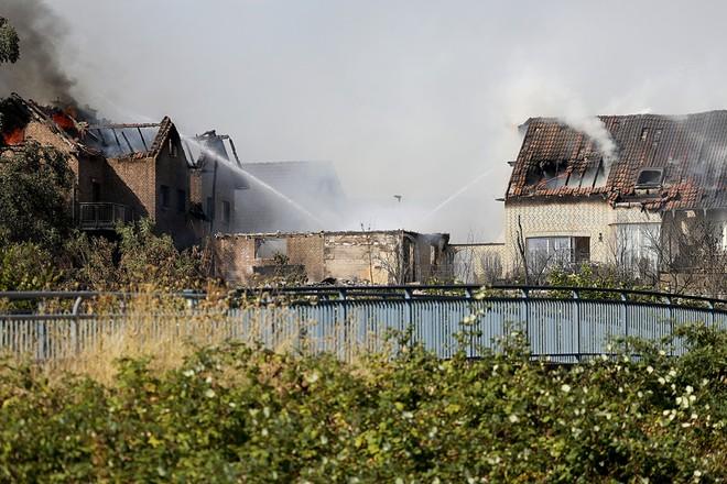 Lực lượng cứu hộ đã dập tắt thành công đám cháy lớn gần khu vực đường cao tốc thành phố Siegburg