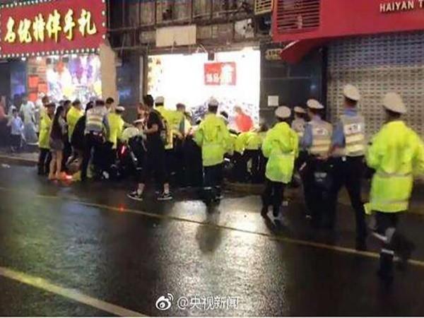 Cảnh sát có mặt tại hiện trường khi xảy ra vụ việc