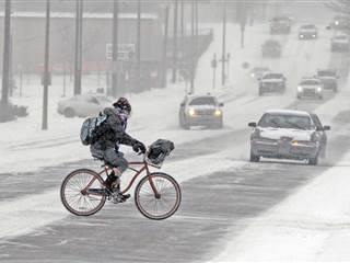 Tuyết rơi dày đặc trên nhiều bang tại Mỹ