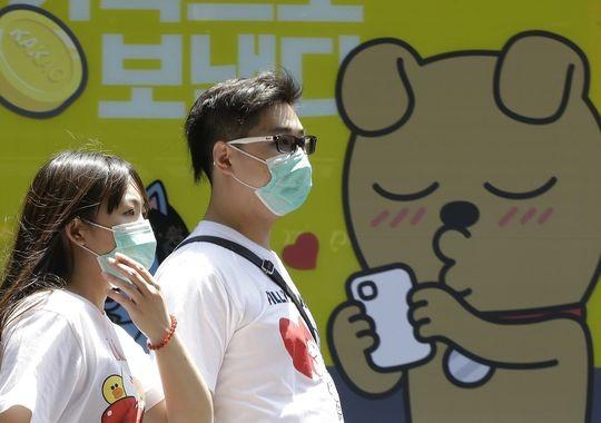 Người Hàn Quốc đeo khẩu trang để phòng virus MERS