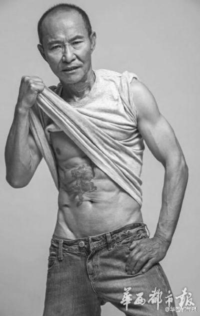 Lão ông 61 tuổi gây sốt trên internet với tài lái xe đua và bụng 6 múi ảnh 2