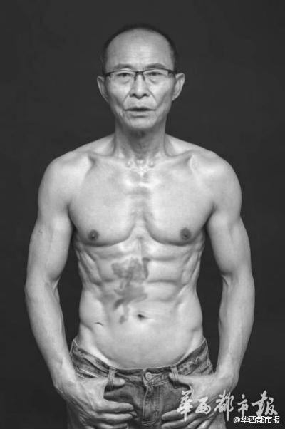 Lão ông 61 tuổi gây sốt trên internet với tài lái xe đua và bụng 6 múi ảnh 5