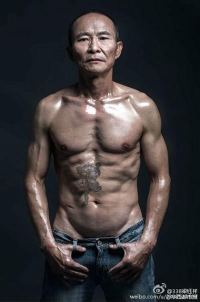 Lão ông 61 tuổi gây sốt trên internet với tài lái xe đua và bụng 6 múi ảnh 6