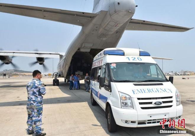 Máy bay quân sự của Trung Quốc hạ cánh phi pháp xuống đá Chữ Thập để đưa công nhân bị bệnh về Tam Á (Hải Nam)