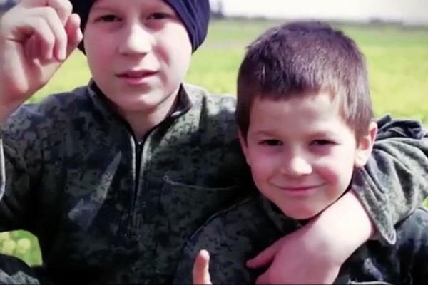 """Hai thiếu niên nói tiếng Pháp trong video IS tung lên mạng đe dọa """"giết nước Pháp"""" vào đầu tuần này"""