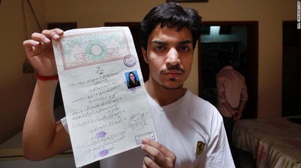 Hassan Khan, 19 tuổi - chồng của nạn nhân