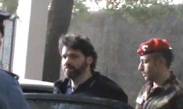 Trùm mafia Ernesto Fazzalarikhông chống cự khi bị bắt giữ