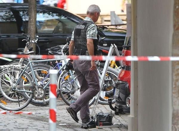 Cảnh sát thu thập bằng chứng tại hiện trường vụ đánh bom ở Ansbach
