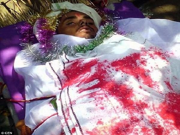 Sandeep trong đám tang