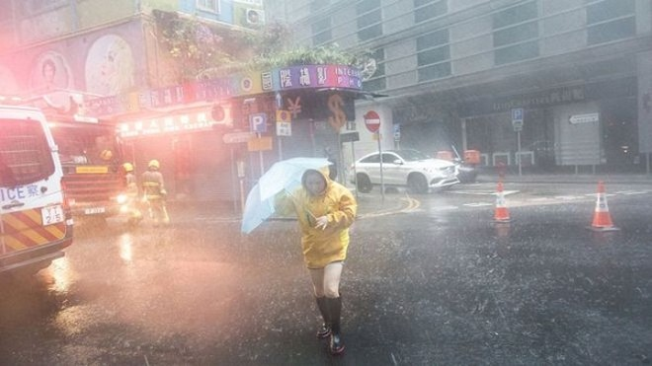 Mưa lớn khiến nhiều khu vực ở Hồng Kông được cảnh báo ngập lụt