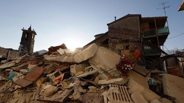 Cảnh tan hoang tại một ngôi làng ở miền trung Italia sau khi xảy ra động đất 3 ngày