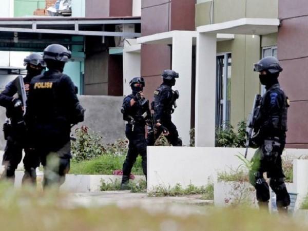 Cảnh sát Indonesia trong cuộc vây bắt nghi phạm ở Batam vào tháng trước