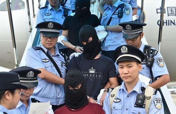 Cảnh sát Trung Quốc áp giải tội phạm lừa đảo viễn thông về nước từ Armenia