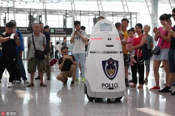 Trung Quốc sử dụng robot an ninh tuần tra sân bay