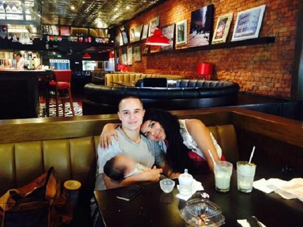 Machado và vợ Rodriguez hạnh phúc bên đứa con đầu lòng