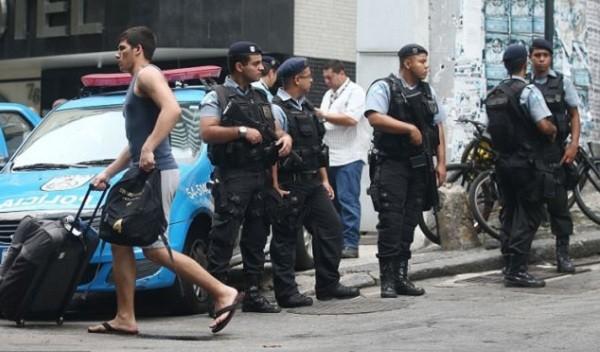 Cảnh sát Brazil tuần tra trên đường phố