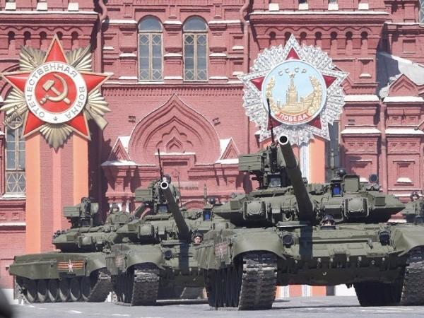 Xe tăng T-90 của Nga trong một cuộc diễu hành tại Quảng trường Đỏ