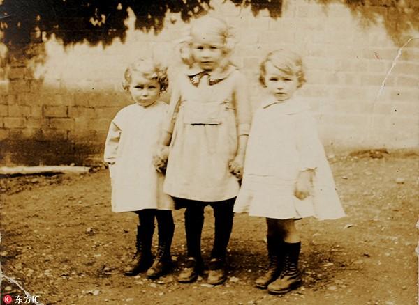 Cụ Crump và Jones lúc lên 4 tuổi và người chị gái