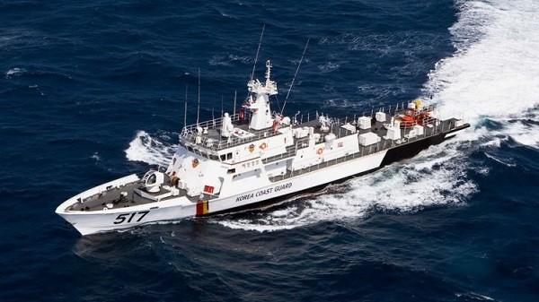 Một tàu của cảnh sát biển Hàn Quốc