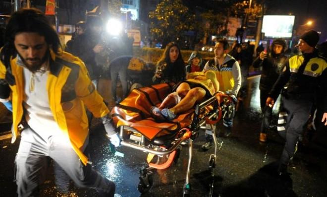 Nạn nhân trong vụ xả súng được đưa đi cấp cứu
