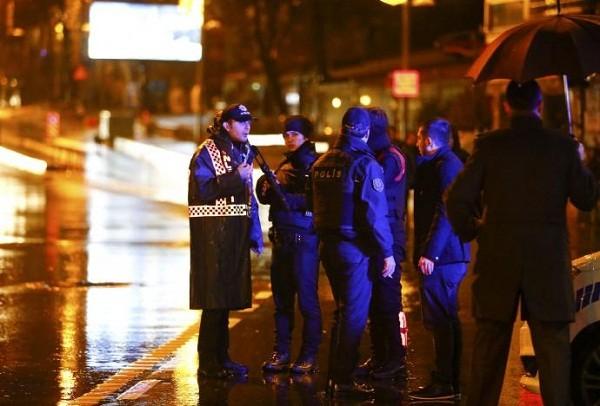 Nhiều cảnh sát bảo vệ hiện trường