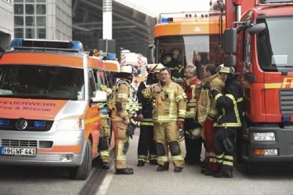 Lính cứu hỏa có mặt tại hiện trường