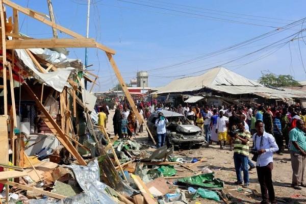 Hiện trường vụ đánh bom xe ở Somalia