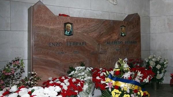 Phần mộ của ông Enzo Ferrari