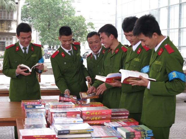 """Sinh viên Học viện CSND háo hức với """"Ngày hội đọc sách"""" ảnh 4"""