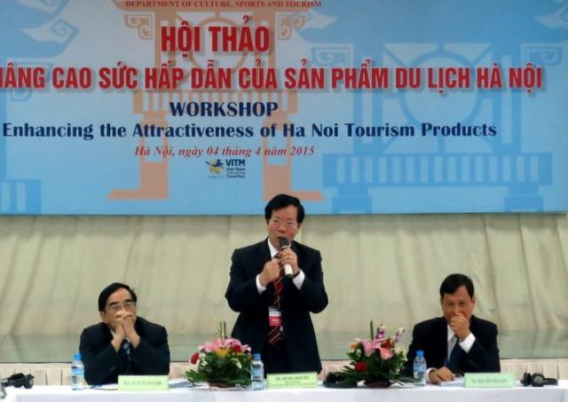Ông Trương Minh Tiến - Phó Giám đốc Sở VH-TT&DL (giữa) cho rằng cần có những biện pháp nhằm nâng cao chất lượng sản phẩm du lịch Hà Nội