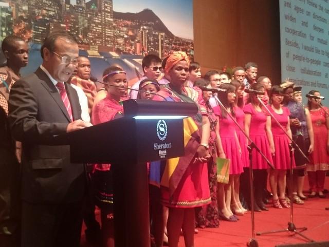 Thứ trưởng Bộ Ngoại giao Vũ Hồng Nam chúc mừng thành tựu nhân dân Nam Phi đã đạt được trong 21 năm vừa qua