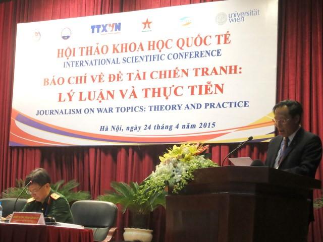 PGS.TS Trương Ngọc Nam, Giám đốc, Chủ tịch Hội đồng Khoa học - Đào tạo, Học viện Báo chí và Tuyên truyền phát biểu tại hội thảo