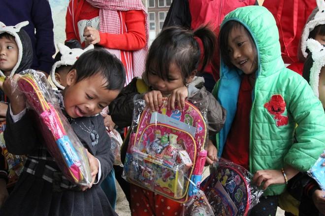 Ấm lòng những món quà từ doanh nghiệp du lịch gửi tặng trẻ em Sơn La ảnh 4