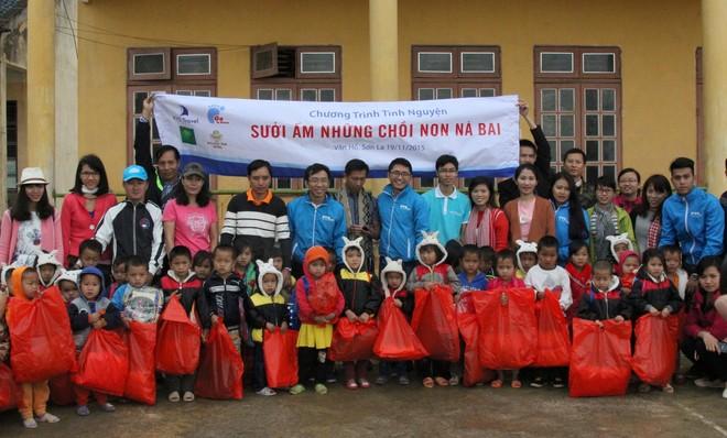 Ấm lòng những món quà từ doanh nghiệp du lịch gửi tặng trẻ em Sơn La ảnh 2