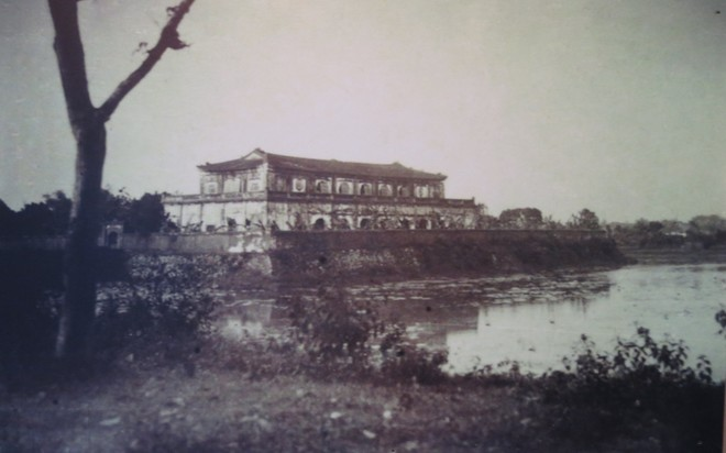 Xem bút tích của các hoàng đế triều Nguyễn qua Châu bản, Mộc bản ảnh 3