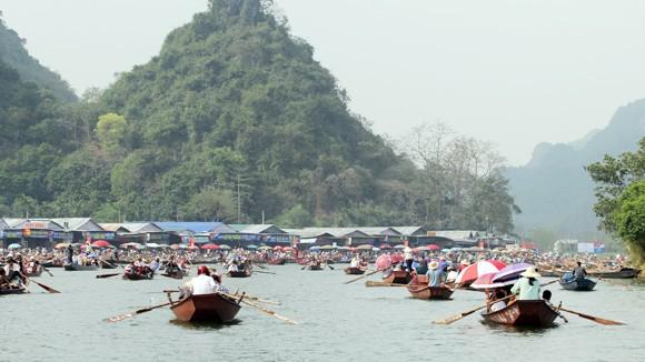 Năm 2015 đã có khoảng 1,4 triệu lượt khách đến với lễ hội chùa Hương