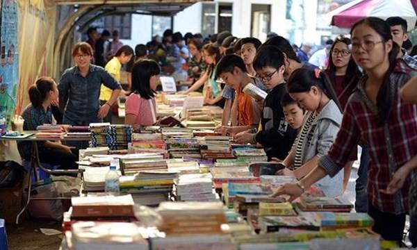 Phố sách Xuân lần đầu tiên được tổ chức ở Hà Nội từ ngày 10-2 (tức mùng 3 Tết Âm lịch)