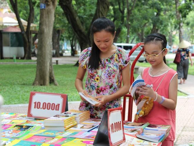 Nhiều đầu sách thiếu nhi chào hàng Hội chợ sách TP.HCM 2016