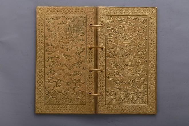 Chiêm ngưỡng những cuốn sách bằng vàng hiếm có ảnh 6