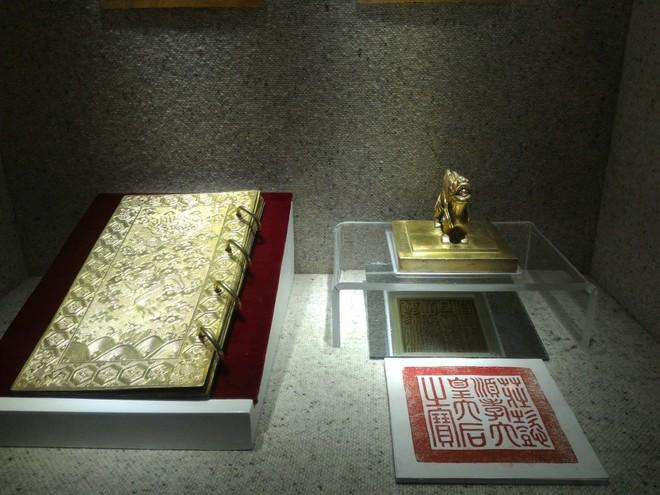 Chiêm ngưỡng những cuốn sách bằng vàng hiếm có ảnh 4