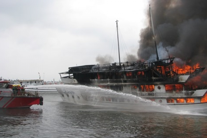 Vụ cháy xảy ra với tàu Aphrodite vào ngày 6-5 khiến nhiều du khách lo ngại về tình trạng an ninh khi đi du lịch trên tàu