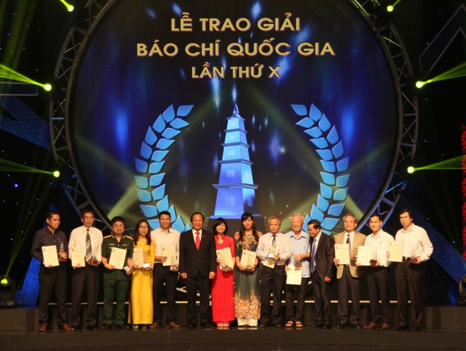 Đại diện nhóm tác giả đoạt giải B